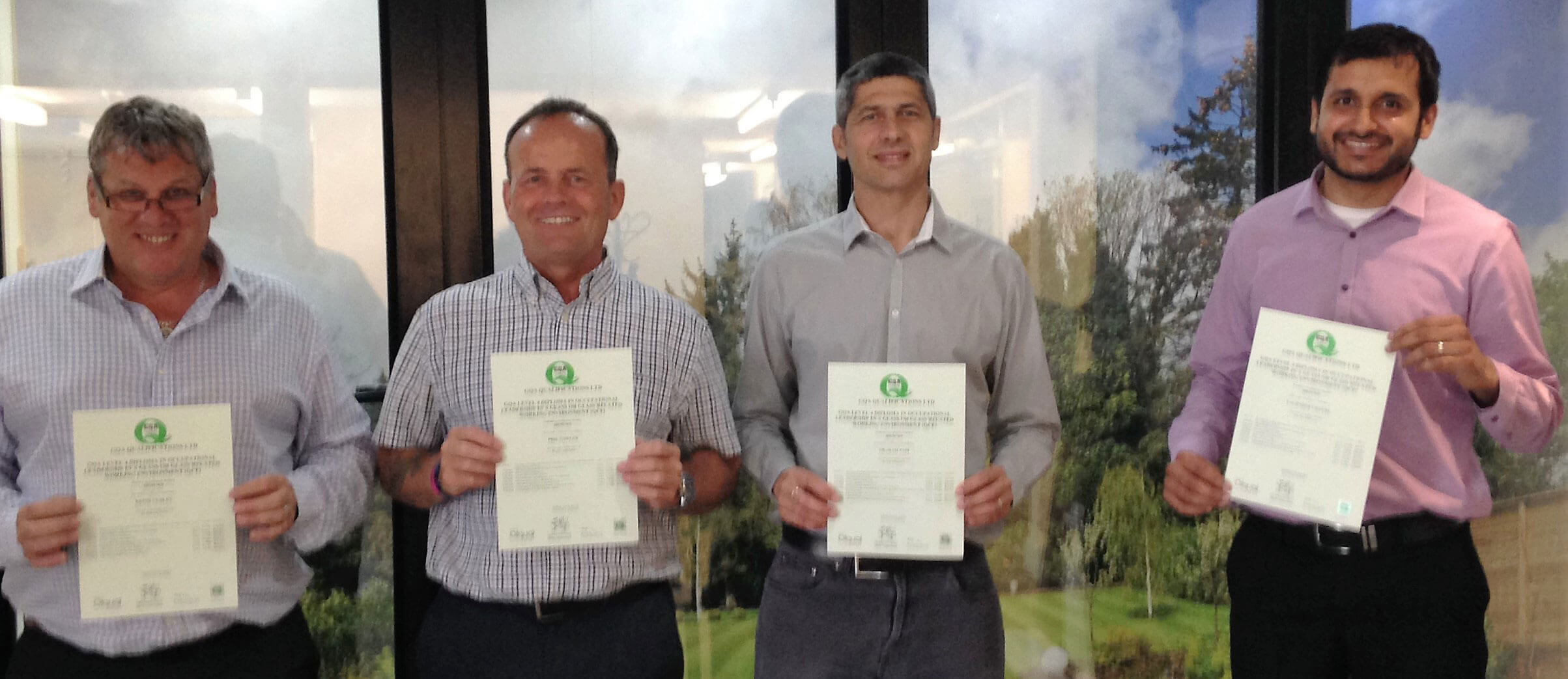 Trainee's With Qualification Certificates